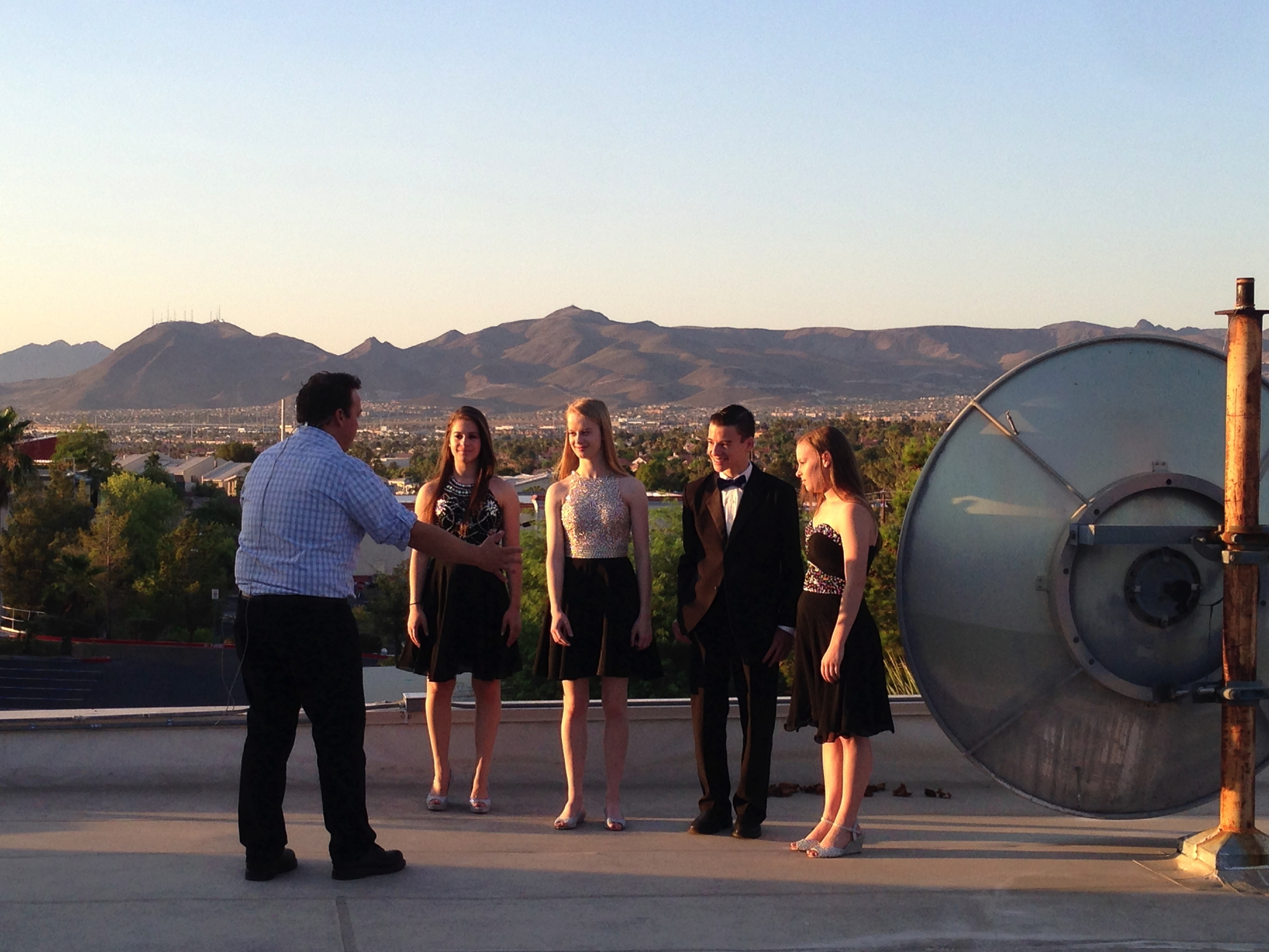 Vintage Mix Quartet sings on the rooftop of Fox 5.
