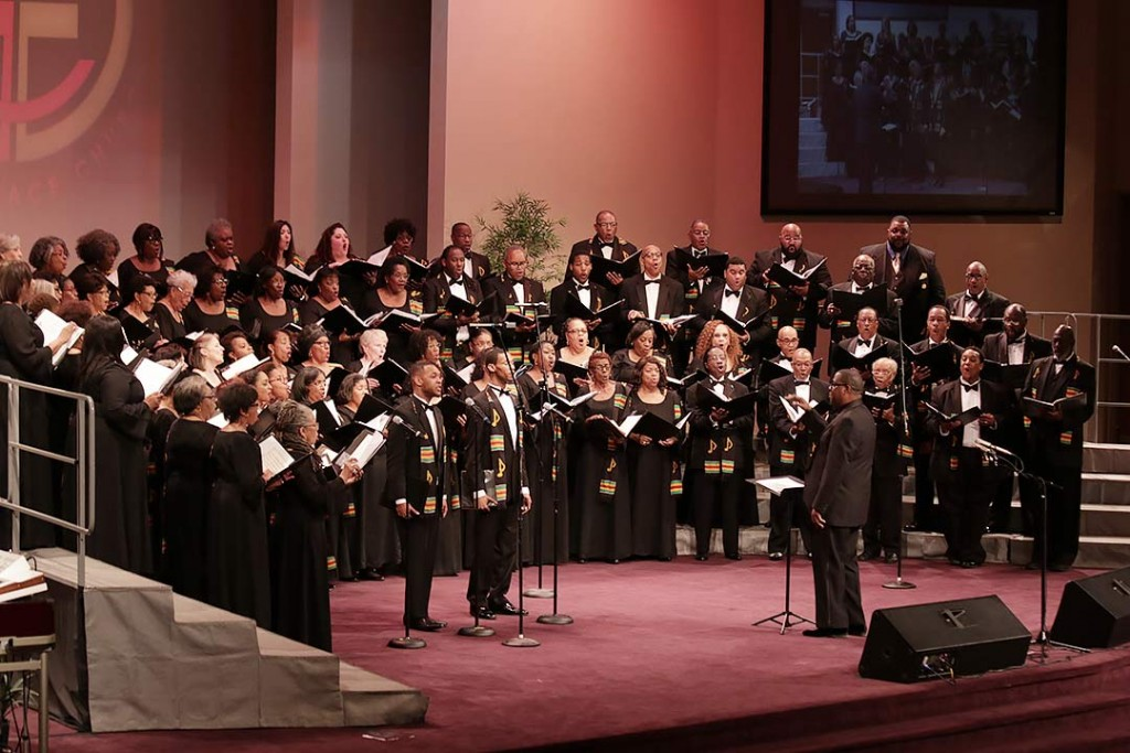 Director of the St. Louis Symphony IN UNISON Chorus, Kevin McBeth, leads his ensemble in song during the concert's opening set.